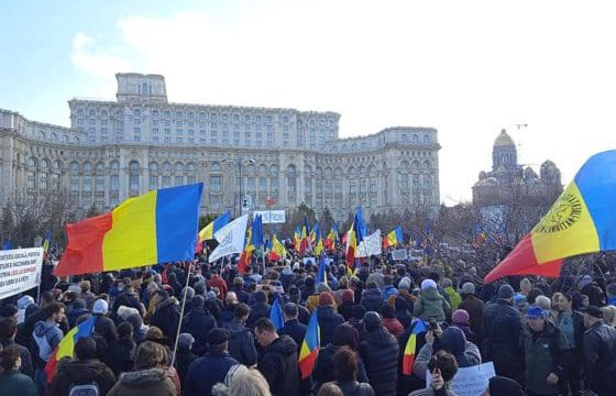 В Бухаресте сотни людей протестовали против плана об обязательной вакцинации
