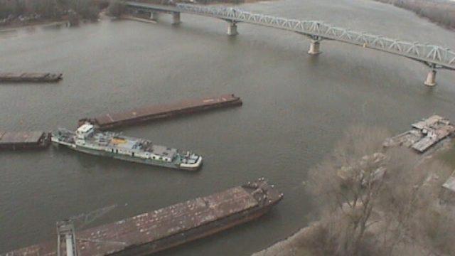 Украинский теплоход врезался в опору моста в Венгрии