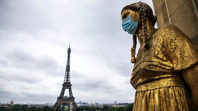 Столичный регион Франции не может справиться с наплывом больных Covid-19
