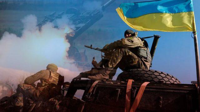 На Донбассе на неизвестном взрывном устройстве подорвался военный автомобиль
