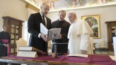 Папа Римский Франциск принял Шмыгаля на частную аудиенцию