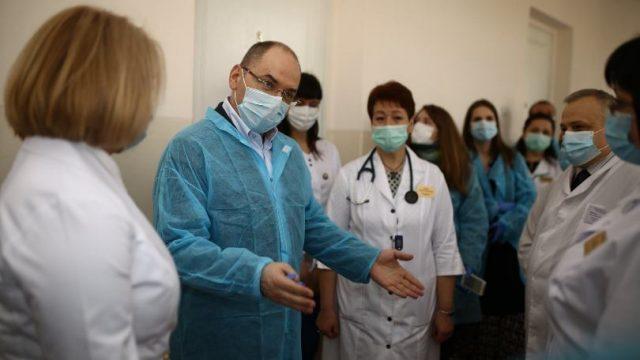 Степанов обещает добиться повышения минимальной зарплаты медикам
