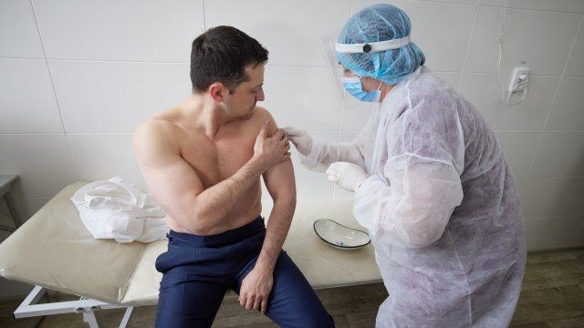Зеленский вакцинировался от COVID-19