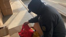 Пограничники разоблачили контрабанду новой одежды