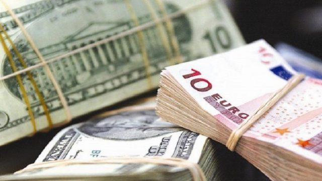 Украинцы в марте продали банкам рекордный объем валюты
