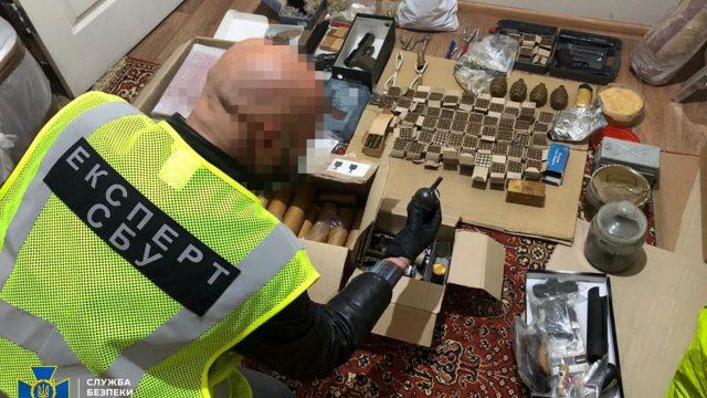 На Київщині викрито злочинців, які хотіли продати нелегальну зброю криміналітету, - СБУ
