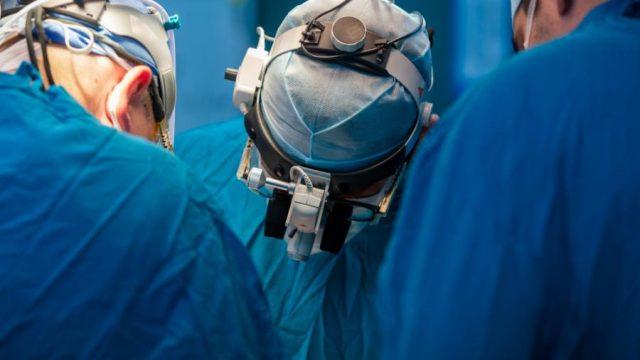 Украинские врачи пересадили костный мозг взрослому пациенту