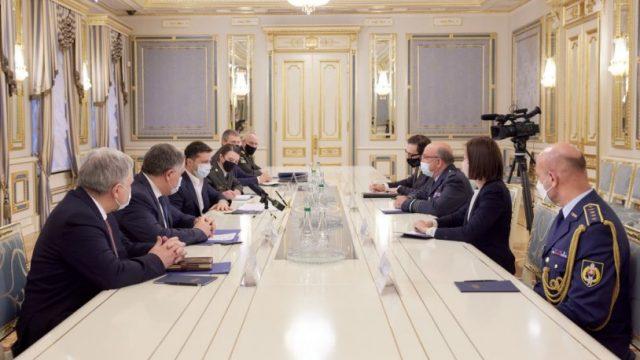 Зеленский провел встречу с председателем Военного комитета НАТО