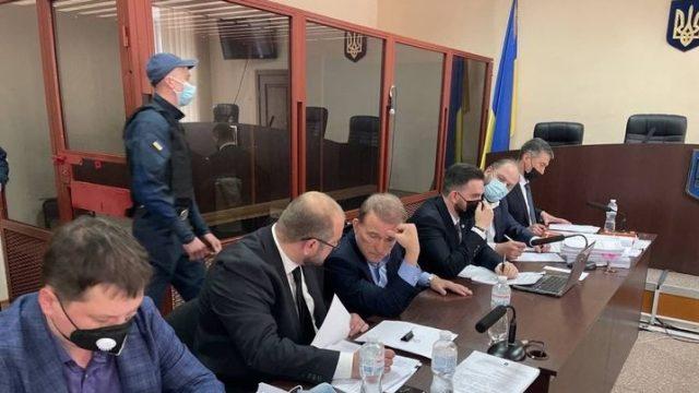 Медведчук прибыл в суд и заявил, что не сможет оплатить залог