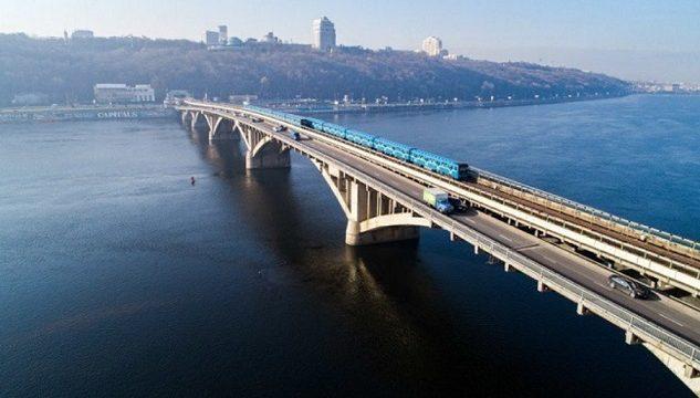 Киеввласть планируют взять кредит для ремонта моста Метро