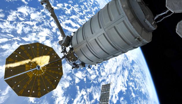 Космический мусор повредил часть МКС (фото)