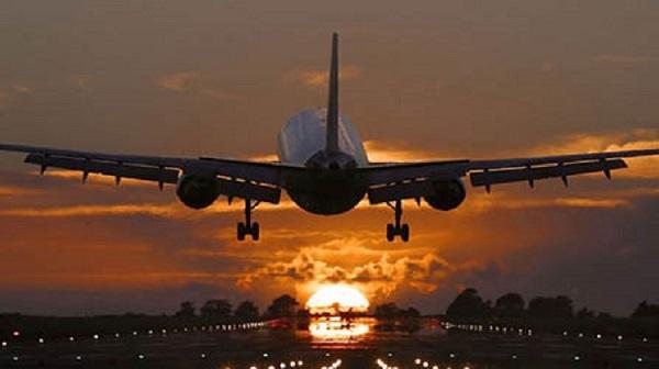 Кабмин запретил авиасообщение с Беларусью
