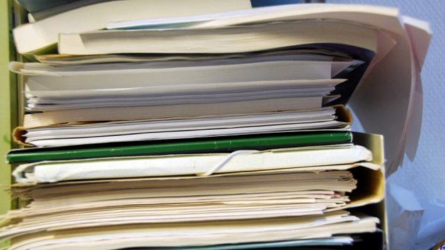 Рада приняла за основу закон об отказе от бумажных документов
