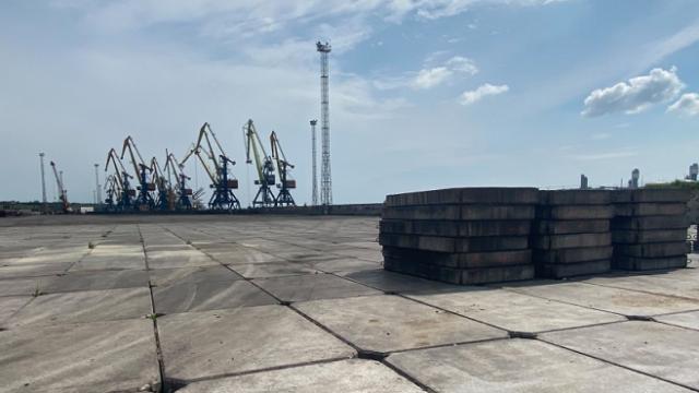 Морпорт «Южный» начал строительство склада открытого хранения