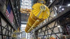 NASA показало гигантскую ракету для полета на Луну (фото)