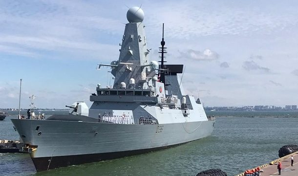 Россияне обстреляли британский эсминец