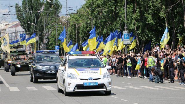 В Мариуполе прошел парад