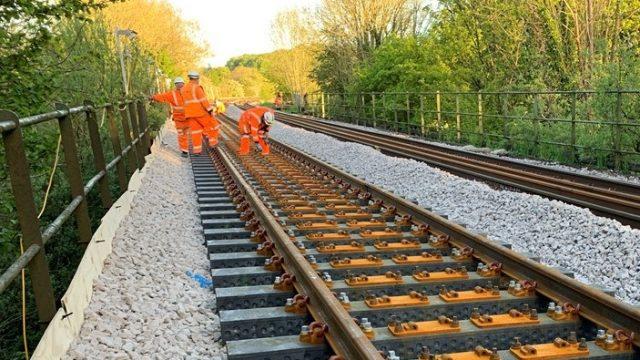В Британии разработали железнодорожные шпалы из пластикового мусора