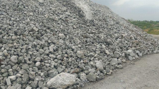 Пародія на РНБО: Техрада Укравтодору всупереч стандартам приймає рішення для засипки шлаків у дороги. Чи будуть якісними такі автошляхи?