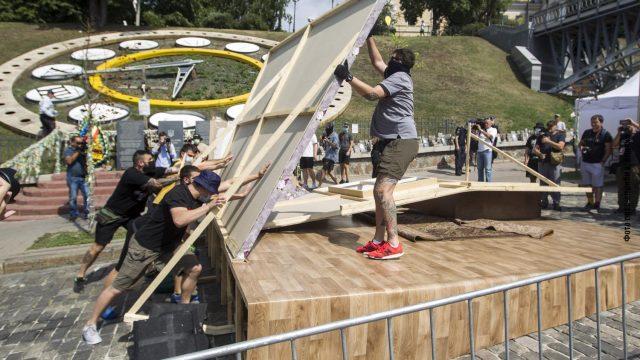Кличко поручил убрать инсталляции на Аллее Героев Небесной сотни
