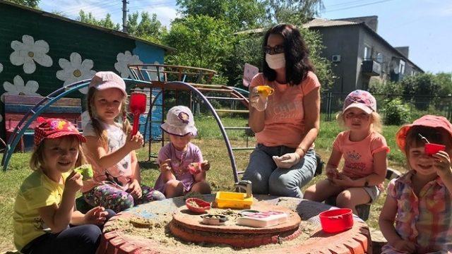 В детсадах Украины от коронавируса полностью привиты 23% работников
