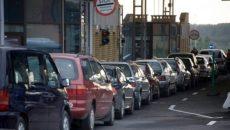 На западной границе Украины большие очереди машин