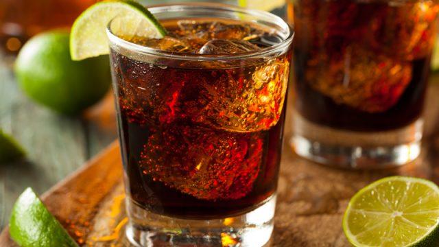 Как правильно пить разные виды рома – рассказывает DrinkHouse