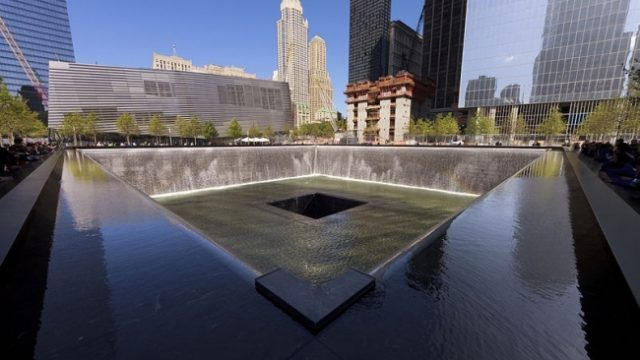 В США почтили память жертв терактов 11 сентября 2001 года