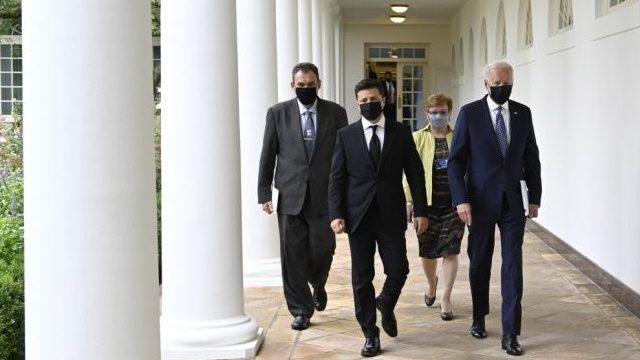 Почти половина украинцев считают успешным визит Зеленского в США – опрос