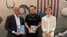 Маск встретился с внуком и правнуком Королева