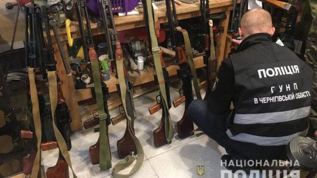 В Чернигове полицейские изъяли арсенал нарезного оружия и взрывоопасных предметов