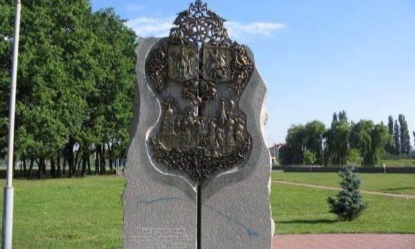 В Киеве демонтировали памятник в честь дружбы с Москвой