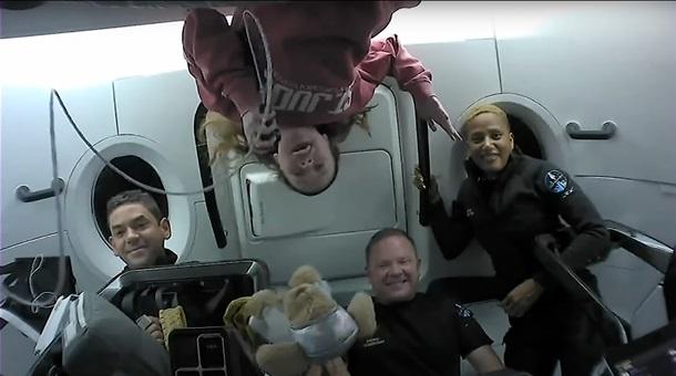 Первые космические туристы SpaceX вернулись на Землю