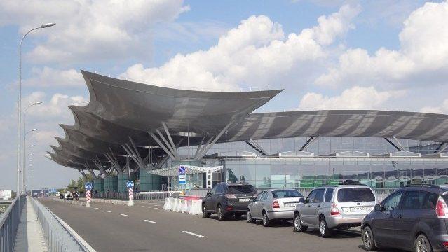 В аэропорту «Борисполь» временно закрыли две стоянки рядом с терминалом D