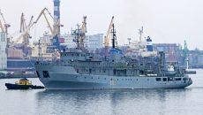 Потерпевшее бедствие судно ВМС Украины буксируют в Одессу